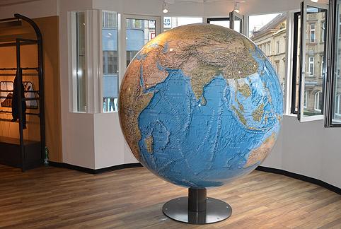 2m geo globus von hand drehbar. Black Bedroom Furniture Sets. Home Design Ideas